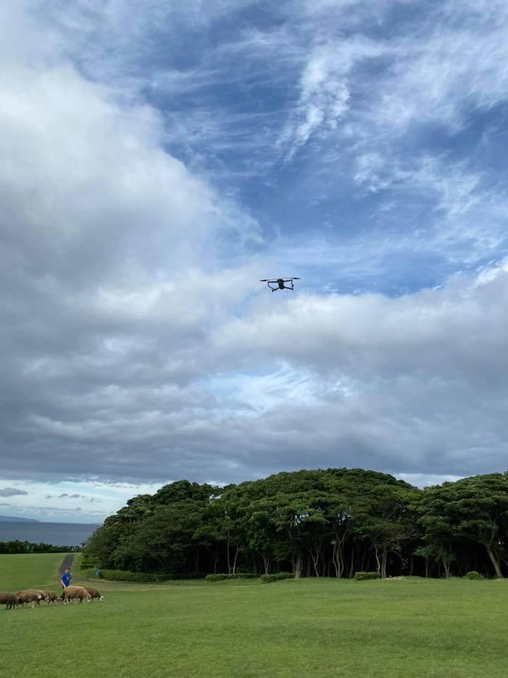 草原と海の景色をテイクアウト! 株式会社チェンジの協力により、キャンパー向けドローン空撮サービスを行います。
