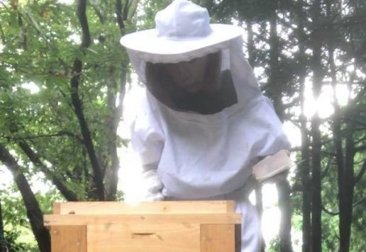 平戸で養蜂を営む道井 綾先生